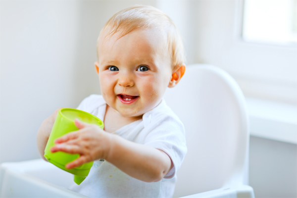Bayi Minum Air Putih - Women Online Magazine