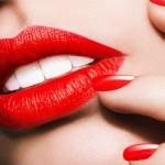 Bergaya Klasik Dan Dramatik Dengan Lipstik Merah