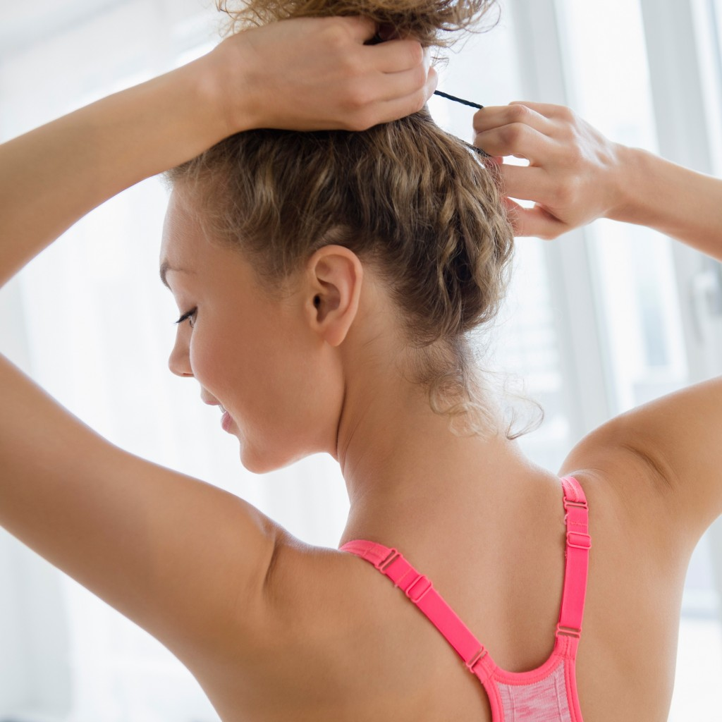 Perempuan Ikat Rambut Atas - Woman Online Magazine