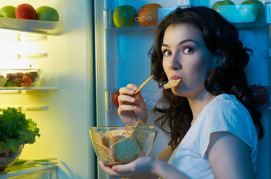 bahaya-makan-malam-woman-online-magazine