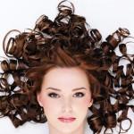 Cara Merawat Rambut Keriting Supaya Tidak 'Mengembang'