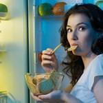 Wajib Baca! 4 Bahaya Menanti Bila Anda Makan Malam Sebelum Tidur